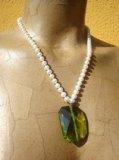Collana in Perle naturali color bianco con pendente Quarzo verde - Cod 10