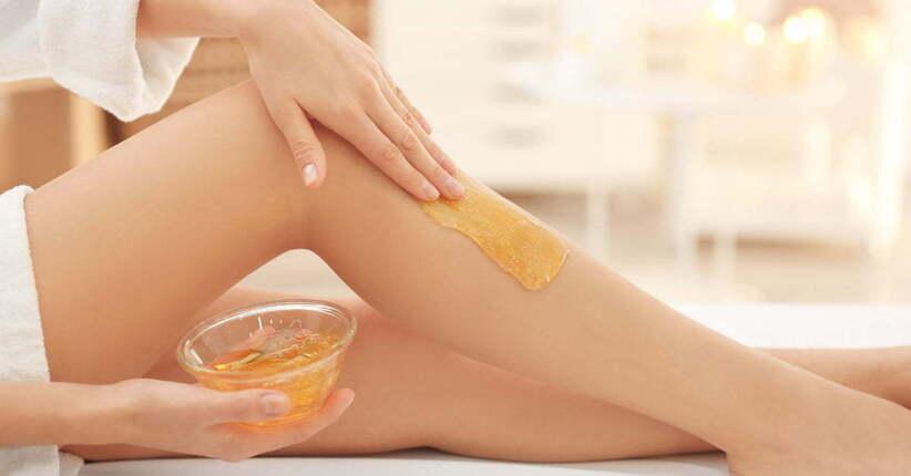 Ceretta allo zucchero: per gambe lisce e senza traumi