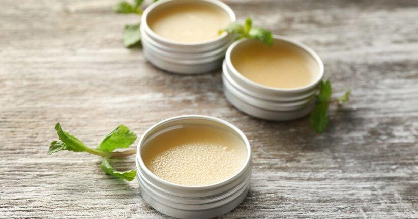 Erboristeria fai da te: balsamo nutriente per labbra