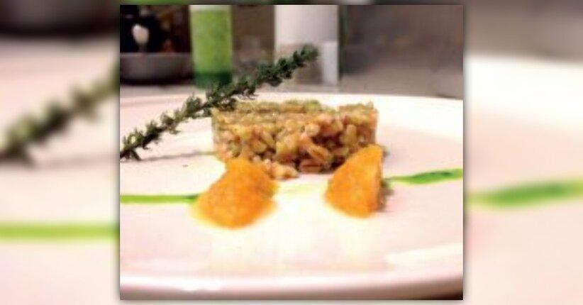 Farro croccante con salsa verde e limone frizzante