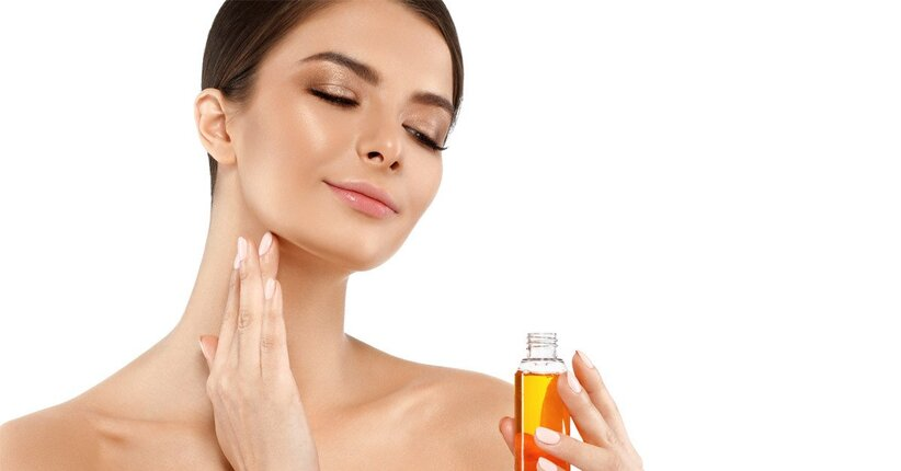 Gli oli essenziali per una pelle splendente
