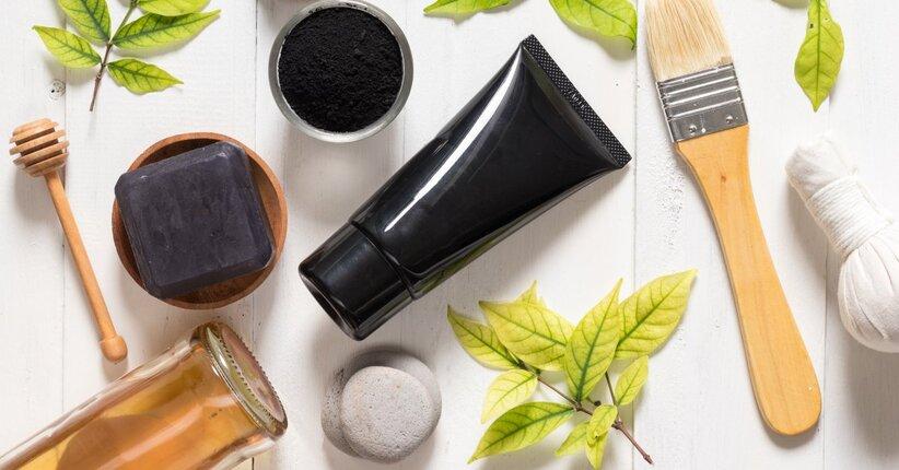 Hai mai provato i cosmetici a base di carbone vegetale?
