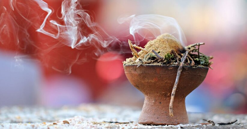 L'Arte della Fumigazione. Una guida alle resine e ai legni aromatici