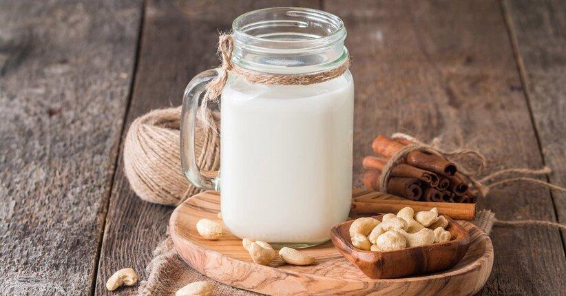 Bevanda vegetale a base di anacardi: proprietà e ricetta