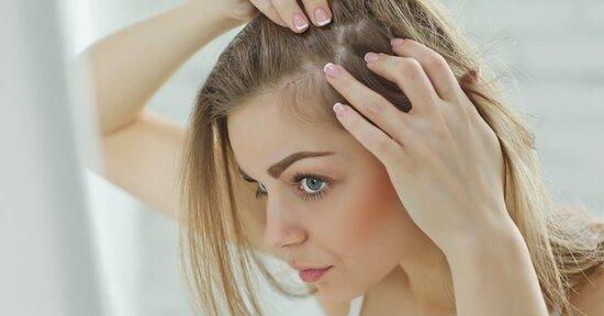 Associazioni di nutrienti esclusive contro l'assottigliamento e il diradamento eccessivo dei capelli