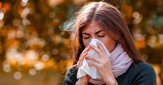 Cambio di stagione: come proteggersi da tosse, raffreddore e mal di gola