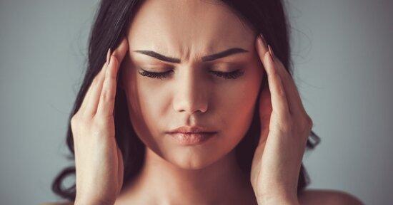 Mal di testa agli occhi e alle tempie: è il fegato che ci chiede aiuto