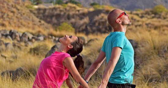 Yoga della felicità: intervista doppia a Sara Bigatti e John Kraijenbrink
