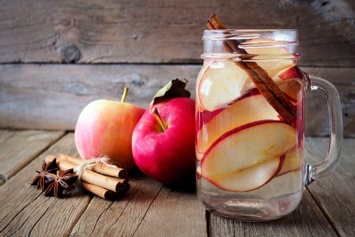 Acqua aromatizzata di mela e kiwi