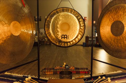 Il gong vibrazioni per il benessere di corpo e mente - Bagno di gong effetti negativi ...