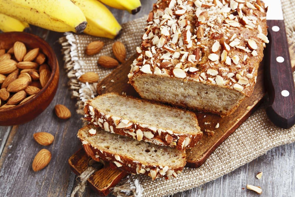 Banana Bread alle mandorle al Miele, senza zucchero