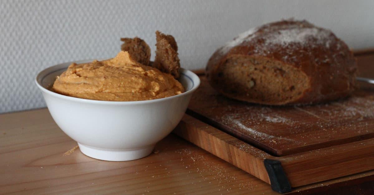 Hummus al cacao e latte di avena
