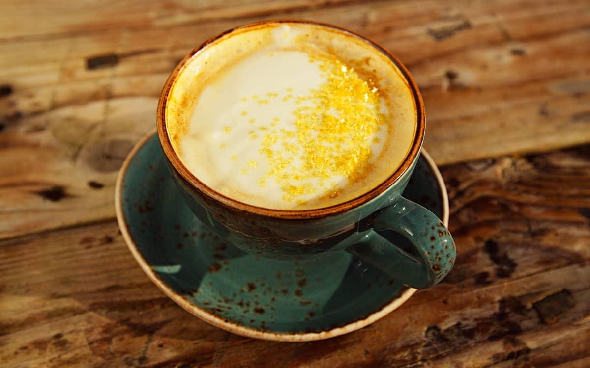 Latte di mandorla zafferano e vaniglia