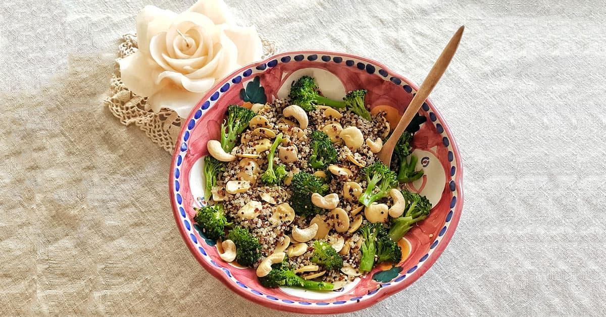 Bowl di quinoa, lupini e broccoli