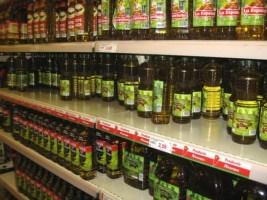 Scaffale con oli d'oliva, alimentazione e ossidanti