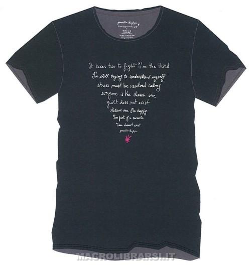 http://www.macrolibrarsi.it/img/tinyMCE_upload/t-shirt-uomo-nero-frasi-cono_generation_pacifique_07.jpg