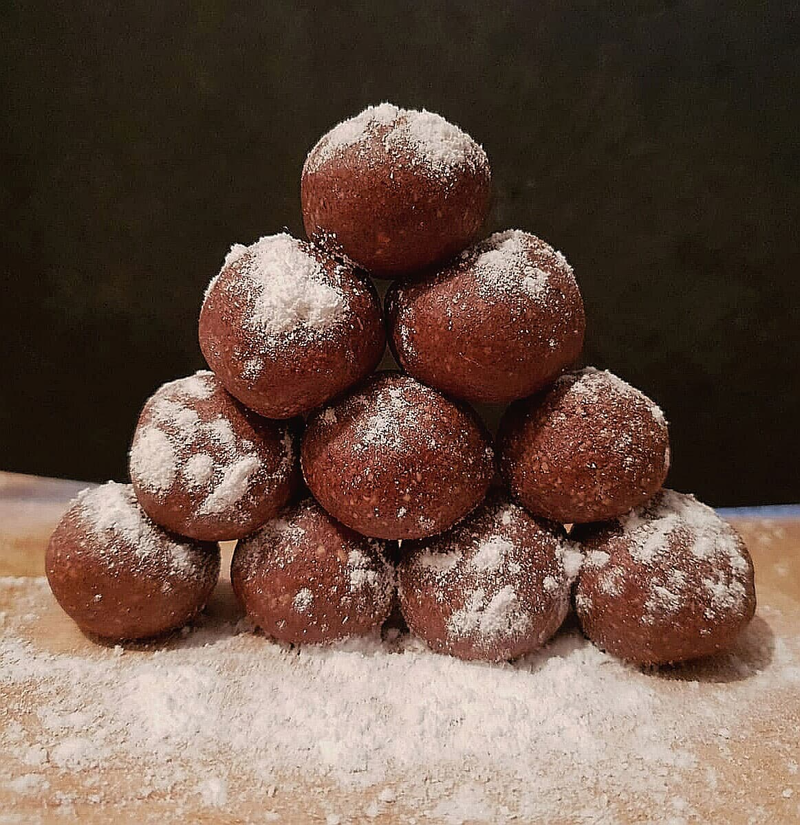 Tartufini crudisti cioccolato e nocciole
