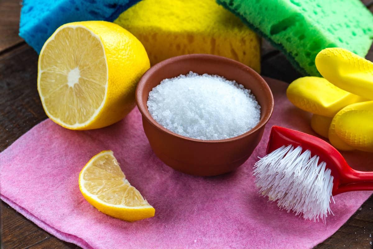 Il limone per la pulizia della casa