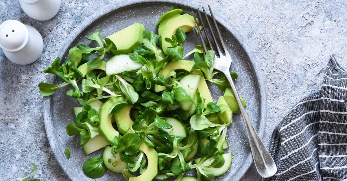 Insalata di cetrioli, avocado e songino agrodolce